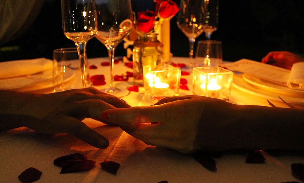 Indimenticabile cena di san valentino con effetti - Cena romantica a casa ...
